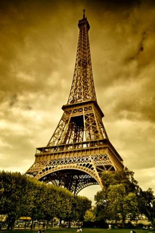 wallpaper iPhone Stormy Eiffel